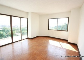 Thumb Unfurnished Unrenovated condo in the city