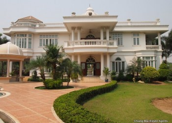 Thumb Exquisite Home with Swimming Pool For Sale